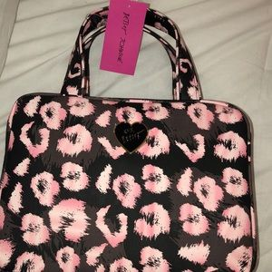 Betsey Johnson Light Brown and Pink Makeup Bag 💖
